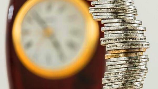Zegarek i pieniądze przy płatnościach Cashbill
